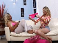 Lesbiche bionde fanno ditalini piccanti